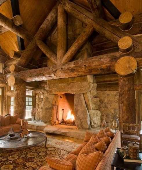 Каменна камина в дървена планинска хижа
