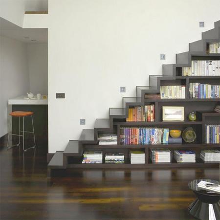 Дървено стълбище библиотека