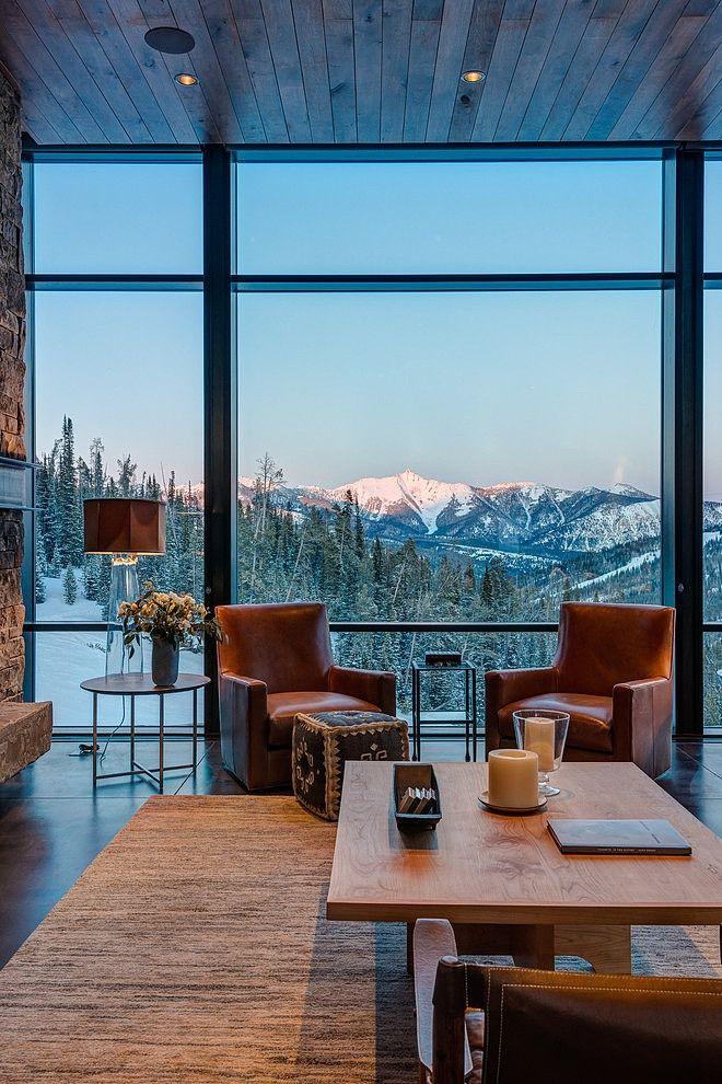 Дизайн на къща с големи прозорци и планинска гледка