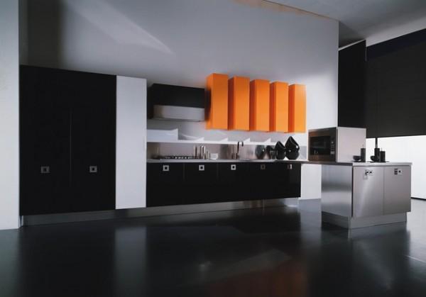 Кухня в черно и оранжево
