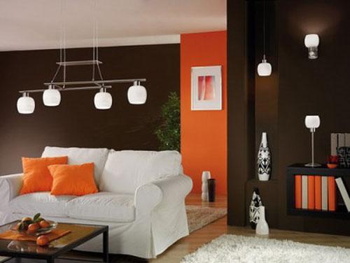 Уютен интериор в кафяво и оранжево